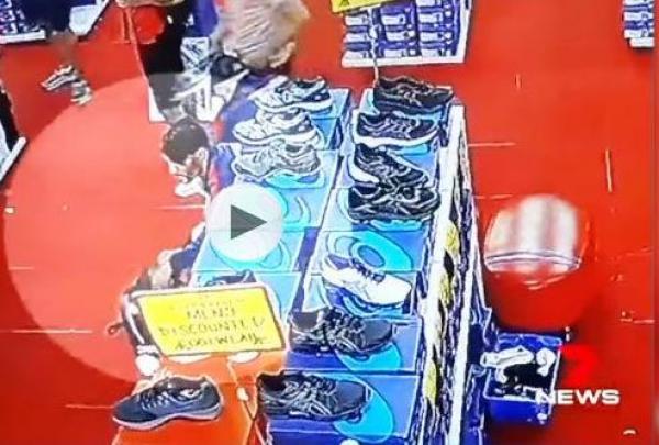 بالفيديو: كاميرات مراقبة تفضح سرقة لاعبي المنتخب التونسي لأحذية رياضية
