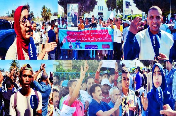 """بالفيديو: ساكنة الصخيرات تخرج للإحتجاج على """"أزمة النقل"""" وتطالب الدوائر العليا بضرورة إحداث مفوضية للشرطة"""