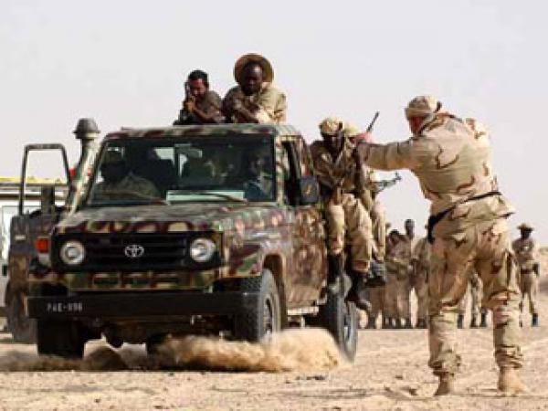 الجيش الموريتاني يدمر آليات محملة بأطنان من المخدرات على الحدود
