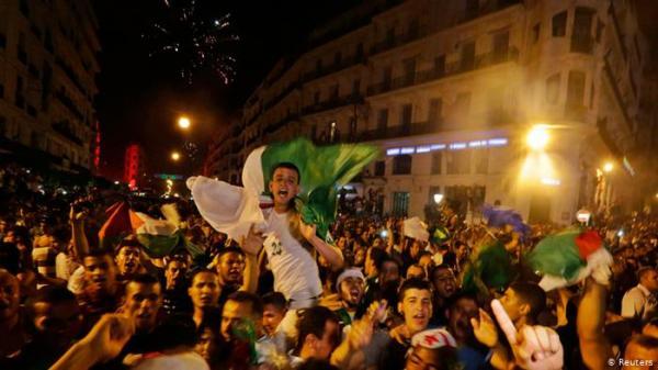 فرحة التأهل تتحول إلى مأساة بالجزائر بعد وفاة 7 أشخاص خلال الاحتفالات