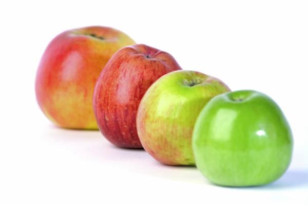 تناول التفاح في فصل الصيف يساهم في تخفيض نسبة السكر في الدم