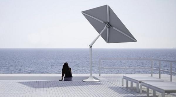 مظلة ذكية تتحرك مع الشمس وتُشغل الموسيقى وتحرسك أمنياً