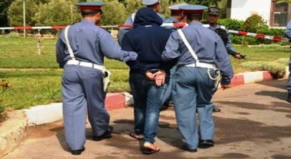 الأمن يعتقل قاصرا اعتدى على سائق سيارة أجرة بحجر وبَتَر له جزءا من أذنه