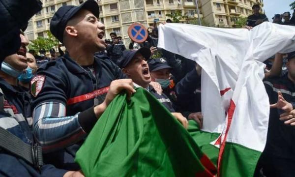 """على شاكلة """"فهمتكم"""" التي سبقت الإطاحة بالنظام التونسي...""""تبون"""" يأمر بتحسين الأوضاع الاجتماعية للجزائريين في محاولة أخيرة للنجاة"""
