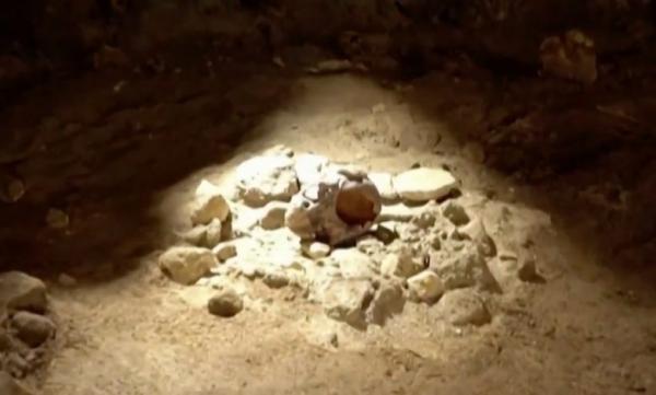 إيطاليا..العثور على بقايا أحفورية لـ9 رجال من الإنسان البدائي يعود أحدها لـ100 ألف عام