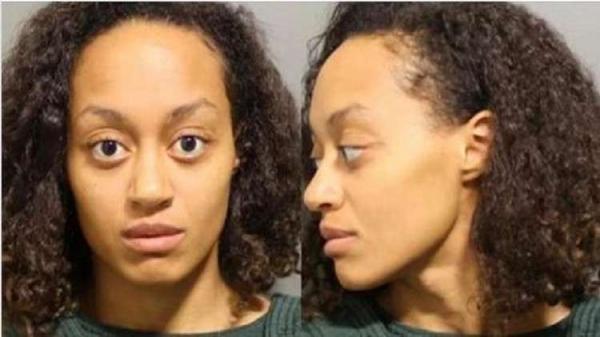 جريمة بشعة.. قادت سيارتها إلى النهر لقتل طفليها!