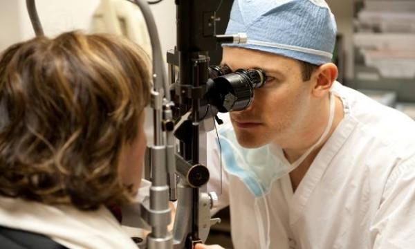 """أطباء العيون يحذرون """"المُستشارين"""" من التصويت على قانون مثير للجدل صوت عليه """"النُواب"""""""