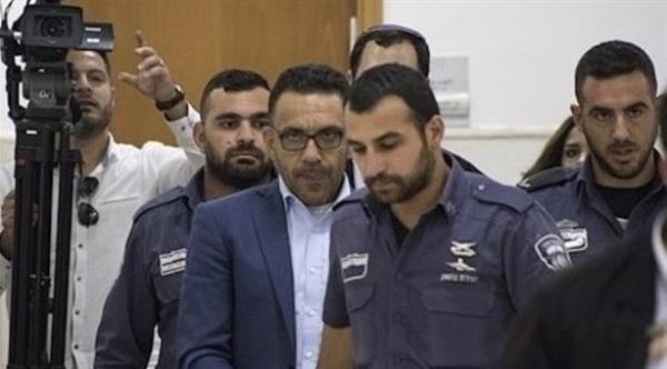 الشرطة الإسرائيلية تعتقل محافظ القدس من منزله