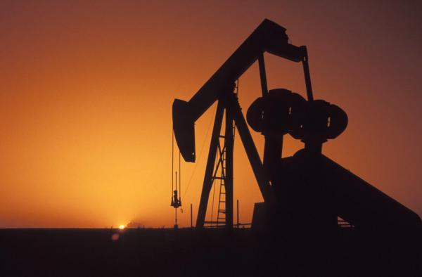 استقرار أسعار النفط وسط توقعات بانخفاض المخزونات الأمريكية وتوقيع الاتفاق التجاري الأمريكي الصيني