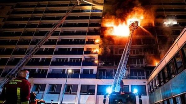 مصرع شخص وإصابة 21 آخرين في حريق بدار رعاية غرب ألمانيا