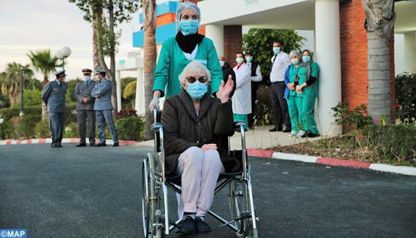 """عجوز ألمانية قاربت الثمانين..سابع حالة شفاء من """"كورونا"""" تغادر مستشفى طنجة (صور)"""