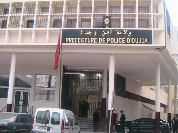 """أمن وجدة يوقف مواطنا جزائريا مطلوبا من طرف """"الانتربول"""" وهذه هي تهمته"""