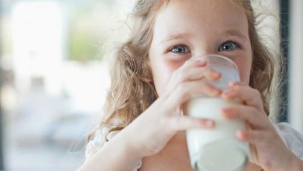 تناول نصف لتر لبن يوميا يقي الأطفال البدناء من أمراض السكر