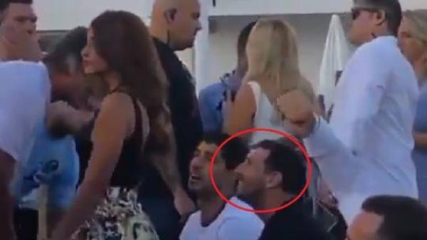 بالفيديو.. ميسي يتعرض لمحاولة اعتداء في حفل غنائي