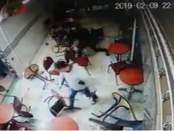 شخص يٌشهر سلاحا ويهدد زبائن مقهى بفاس..مديرية الأمن تكشف التفاصيل