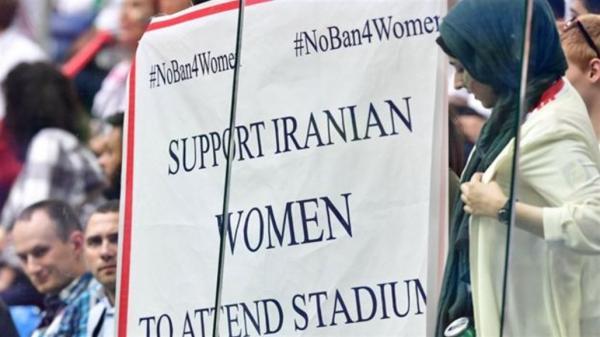 بعد محاكمتها بتهمة حضور الملعب... انتحار إيرانية حرقا يخلف موجة غضب عالمية