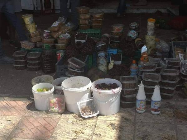 احضيوا راسكم أش كاتكلو يا المغاربة: حجز مواد فاسدة غير صالحة للاستهلاك بمحلبة تم إغلاقها مرتين
