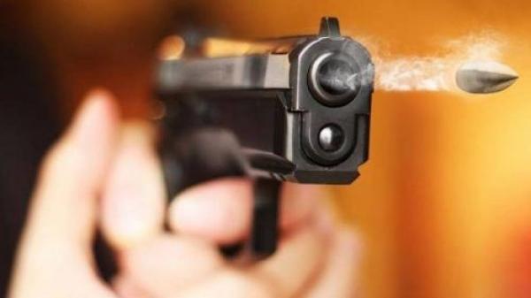 مجرم خطير يهاجم دورية أمنية ويهشم خوذة أحد العناصر ورصاص الشرطة ينهي الاعتداء