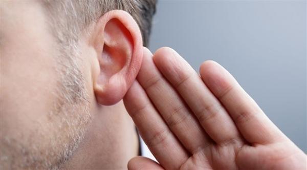 عملية زرع أذن الكترونية لأول مرة للشباب في سن المراهقة