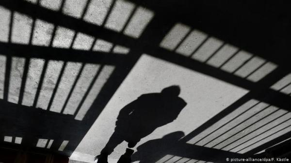 """""""مطبخ السجن"""".. حساب على تويتر يفضح """"هزالة"""" وجبات سجن برليني"""