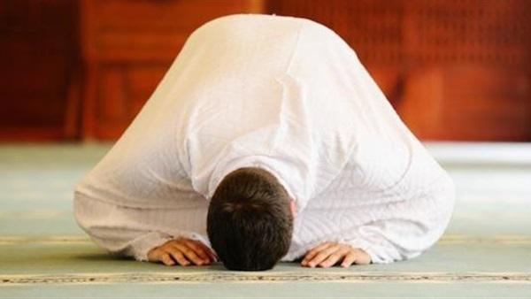 ما حكم جمع الصلوات لظروف العمل والمكان؟