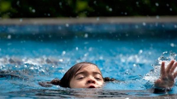 تعرفي على أهم النصائح لحماية طفلك من الغرق