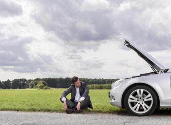 ما يجب فعله عند تعطل سيارتك على الطريق