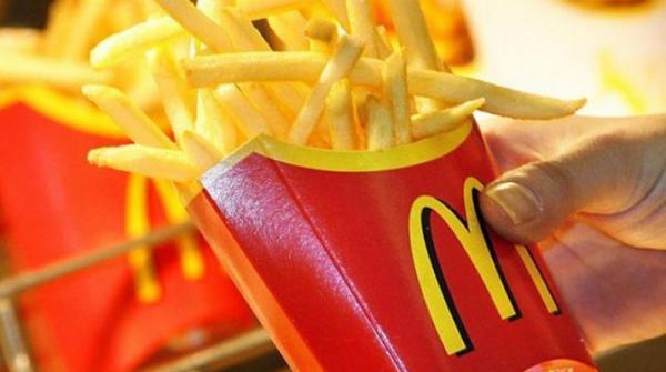 """انتبهوا..موقع فرنسي يؤكد أن بطاطس """"ماكدونالدز"""" تحتوي على مكونات خطيرة ومسرطنة مستخرجة من البترول"""