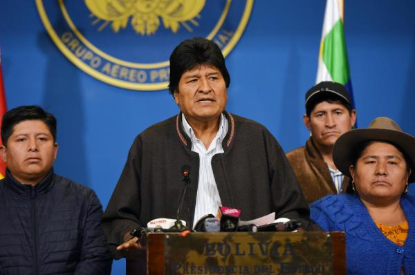 """الشعب والجيش يجبران الرئيس البوليفي """"إيفو موراليس"""" على تقديم استقالته"""