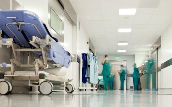 """للحفاظ على مصالحه...""""لوبي"""" أطباء القطاع الخاص يستعمل نفوذه لعرقلة الترخيص للأجانب بممارسة الطب بالمغرب"""
