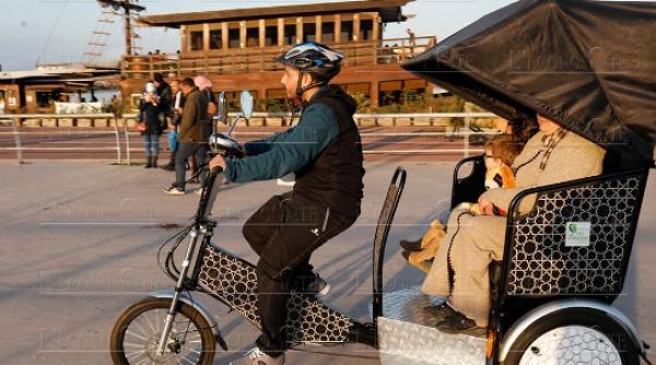 """""""دراجات الطاكسي"""" التي وزعت بالرباط تثير ضجة كبيرة ونشطاء يكشفون ثمنها الحقيقي"""