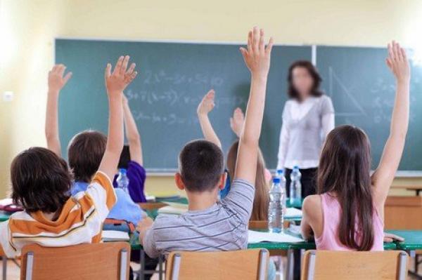 """""""إلغاء تكليف"""" أستاذة يُثير ضجةً في الأوساط التربوية.. """"السحيمي"""": هذا القرار يَعكس هشاشة نظام """"التوظيف بالتعاقد"""""""
