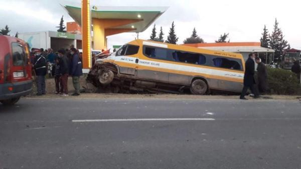 جرحى في صفوف التلاميذ بعد اصطدام حافلة للنقل المدرسي بسيارتين ضواحي سطات