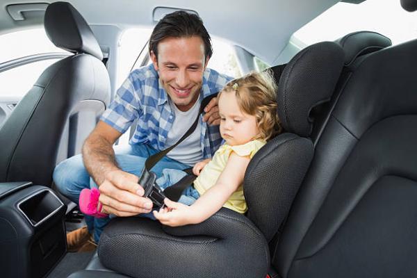 هذا هو المكان الأكثر أمانا لطفلك داخل السيارة وفق الخبراء الألمان