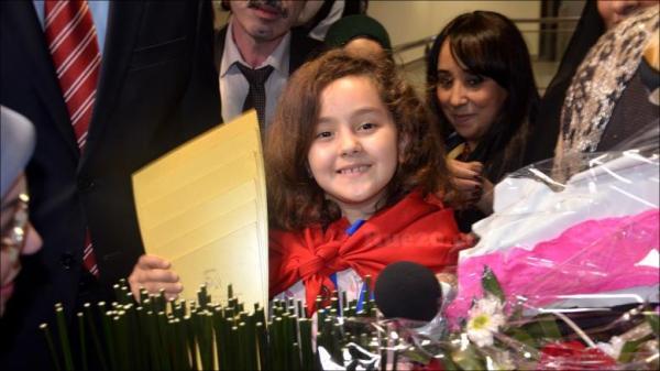 """القناة الثانية تختار بطلة تحدي القراءة """"مريم أمجون"""" لتقديم أحد البرامج التربوية (فيديو)"""