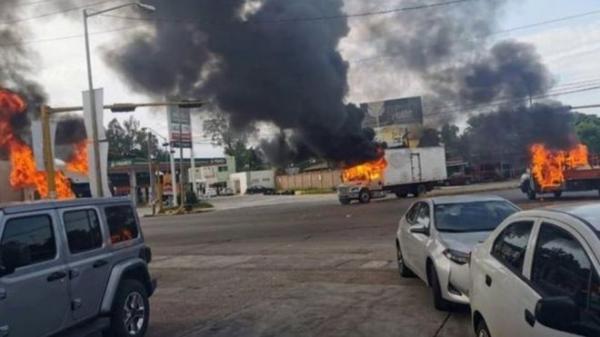 """الشرطة المكسيكية تفرج عن ابن إمبراطور المخدرات """"إل تشابو"""" بعد مواجهات دامية مع عصابته"""