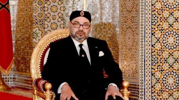 """الملك """"محمد السادس"""" يمنح 600 أستاذا وأستاذة أوسمة ملكية تقديرا لتضحياتهم"""