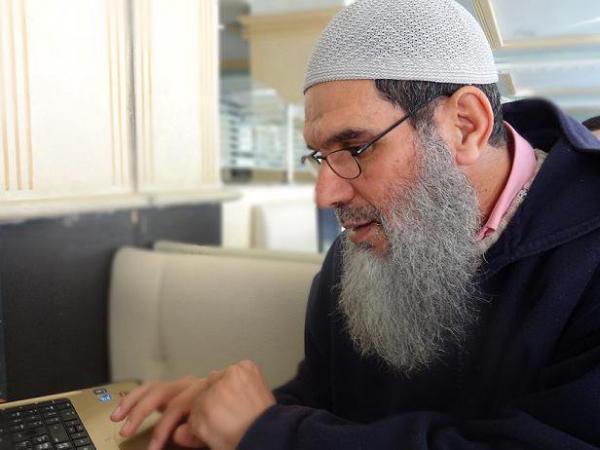 """الشيخ الفيزاري في رسالة مثيرة: وفاة مرسي """"جريمة مكتملة الأركان"""""""