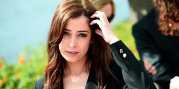 """الممثلة المغربية """"نسرين الراضي"""" تثير الجدل مجددا بصورة على """"إنستغرام"""""""