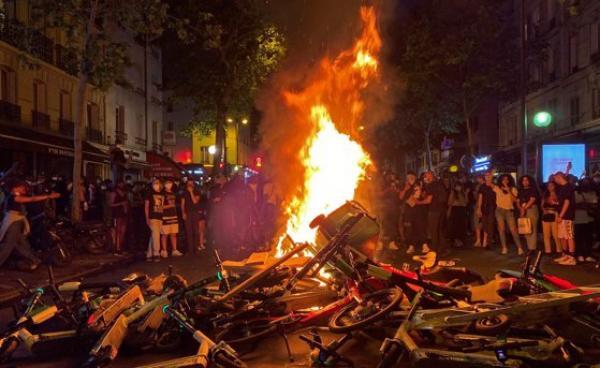 أداما تراوري ينقل الاحتجاجات إلى باريس: حرائق وصدامات وأعمال شغب والشرطة تتدخل بالغاز المسيل للدموع (فيديو)
