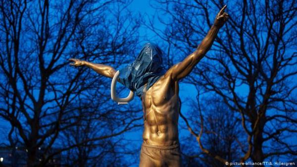 تشويه تمثال ابراهيموفيتش مجددا !