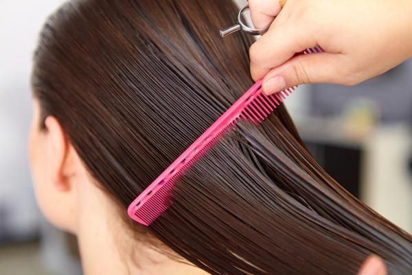 متى لا يجب عليك تسريح شعرك؟