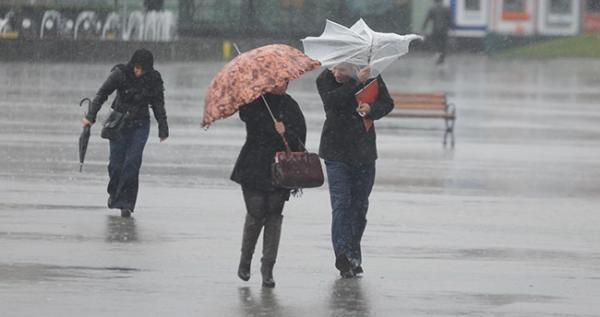 الأرصاد الجوية تتوقع نزول أمطار وزخات رعدية قوية بمجموعة من المناطق المغربية