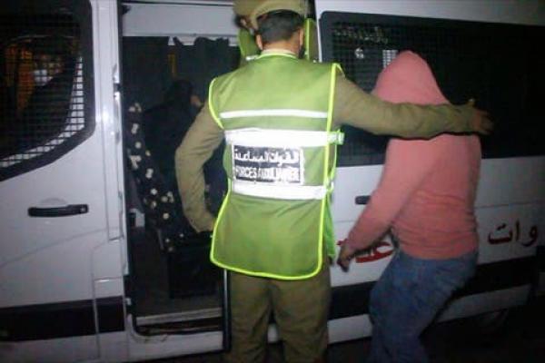 """""""البق ما يزهق""""...الإيقاع بمسير مقهى واعتقال عشرات الزبناء بسبب خرق حالة الطوارئ بمراكش"""