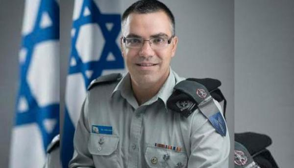 الناطق الرسمي باسم الجيش الإسرائيلي يلجأ إلى آيات قرآنية وأحاديث نبوية للرد على الشامتين في مقتل عشرات اليهود في حفل ديني