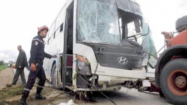 مصرع خمسة أشخاص وإصابة 18 آخرين بجروح في حادثة انقلاب حافلة بالجزائر