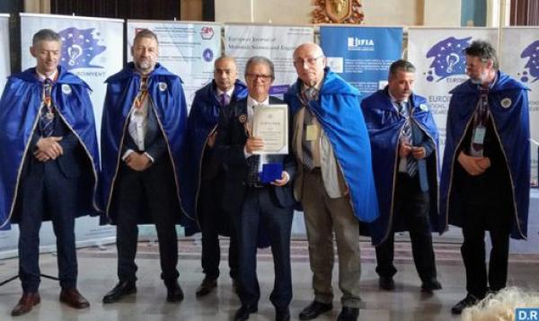 مغربي يحصل على وسام من درجة ضابط في رومانيا