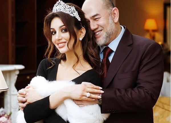 ما حقيقة طلاق الحسناء الروسية من السلطان محمد الخامس؟