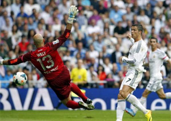 ريال مدريد يهزم ملقة 10-0 والحارس كابايرو بهدفين