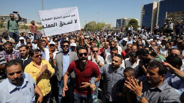 بعد إضراب دام 4 أسابيع ... الحكومة الأردنية تقرر الزيادة في رواتب المعلمين بأزيد من 35%